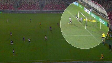 Central do Apito: PC Oliveira afirma que bola não passa a linha e segundo gol do Coritiba foi mal marcado