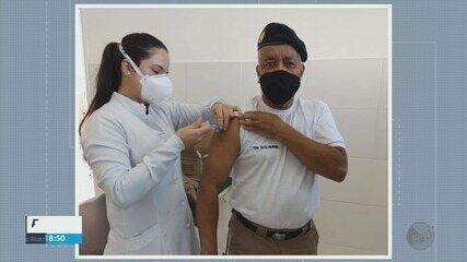 Profissionais da área de segurança começam a ser vacinados em Poços de Caldas