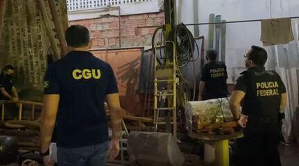 Polícia Federal cumpriu mandados de busca e apreensão em Manaus, Rio Preto da Eva e Recife, em Pernambuco.