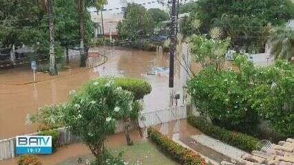 Temporal causa alagamentos e transtornos em vários pontos de Salvador nesta quinta-feira