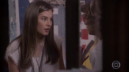 Bianca diz para Pedro que Karina nunca pode saber do trato