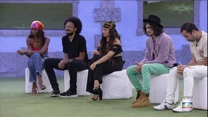 Tiago Leifert compara os pódios atuais dos brothers com os do ínicio do BBB21