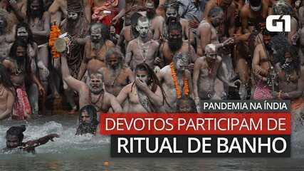 VÍDEO: Devotos participam do ritual de banho durante pandemia na Índia