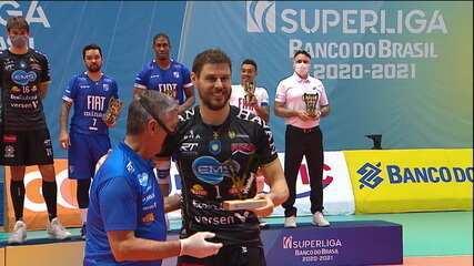 Bicampeão da Superliga, Taubaté reúne estrelas na quadra e torcedor ilustre