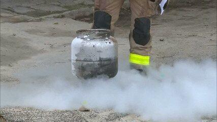 Casa é incendiada após vazamento de gás, em Campina Grande