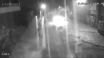Imagens de câmera de segurança registraram as chuvas no bairro Santo Antônio, em Garanhuns