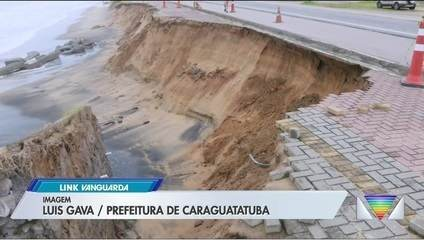 Calçada da orla da Massaguaçu desmorona em Caraguatatuba