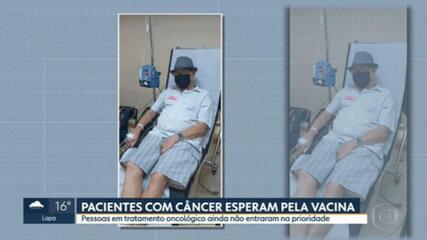 Pacientes em tratamento contra câncer esperam pela vacinação contra Covid