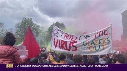 Torcedores do Manchester United invadem o estádio para protestar