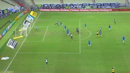 Gol do Ceará! Jorginho pega sobra, marca, e VAR confirma gol, aos 48' do 2º Tempo
