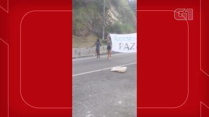 VÍDEO: Moradores protestam na Grajaú-Jacarepaguá após morte de jovem grávida
