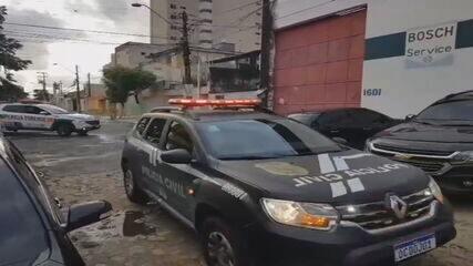 Policiais participam de operação de combate a pornografia infantil, em Fortaleza (CE)