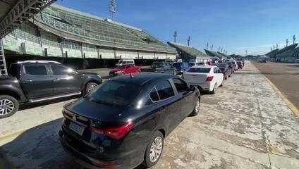 Em Manaus, Sambódromo registra filas para vacinação