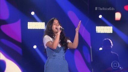 Bia Gurgel canta 'Como Nossos Pais'