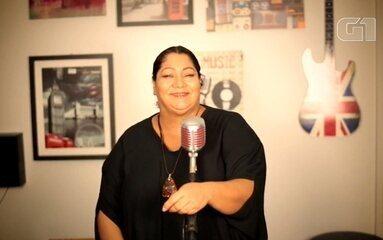 Carina Duarte interpreta a canção 'O Que é, o Que é?'