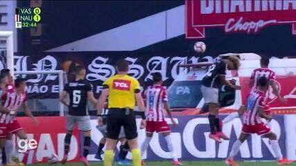Aos 32 min do 1º tempo - gol de cabeça de Vinícius do Náutico contra o Vasco