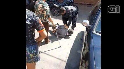 VÍDEO: Momento em que advogado leva tapa no rosto e é arrastado pela PM, em Goiânia