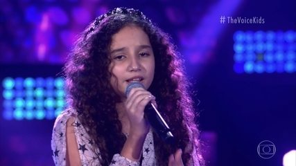 Maria Alice Martins canta 'This Is Me'