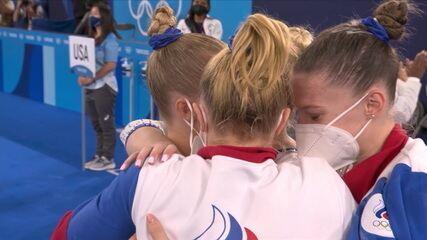 Equipe do Comitê Olímpico Russo recebe nota e leva o ouro por equipes na ginástica