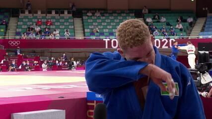 """Chorando muito, Rafael Buzacarini agradece torcida e pede desculpas por não ir mais longe nas Olimpíadas: """"Dei tudo o que eu tinha ali"""""""