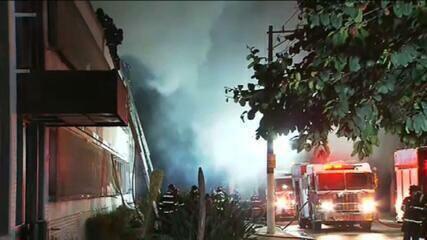 VÍDEO: Ex-diretor se emociona ao ver incêndio da Cinemateca: 'Desolação'