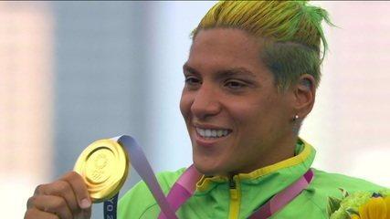Ana Marcela Cunha faz história e conquista o ouro na maratona aquática