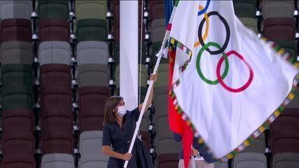 Governadora de Tóquio entrega bandeira olímpica a prefeita de Paris - Olimpíadas de Tóquio