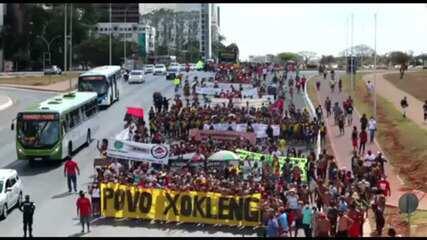 Indígenas marcham em Brasília contra marco temporal para demarcação de terras