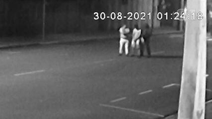 Vídeo mostra momento em que criminoso é atingido por tiro durante assalto em Araçatuba