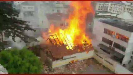 Durante incêndio parte da estrutura desaba