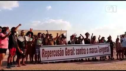 Indígenas protestam em frente ao STF após pedido de vista sobre 'marco temporal'