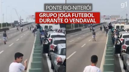 Vídeo mostra grupo jogando futebol na ponte Rio-Niterói durante o vendaval