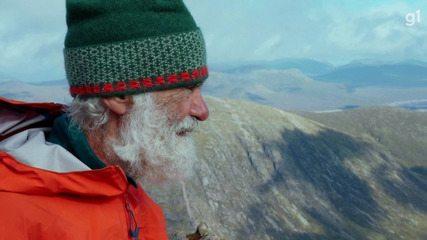 Idoso de 81 anos escala montanhas na Escócia para homenagear esposa