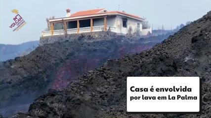 Imagem mostra casa sendo envolvida por lava do vulcão em La Palma