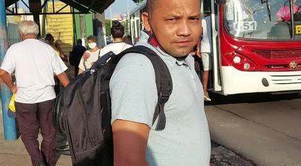 Pontos de ônibus lotados após paralisação em Manaus