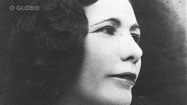 A professora Celina Guimarães Viana foi a primeira mulher a votar no Brasil, em 1928, na cidade de Mossoró, no Rio Grande do Norte.