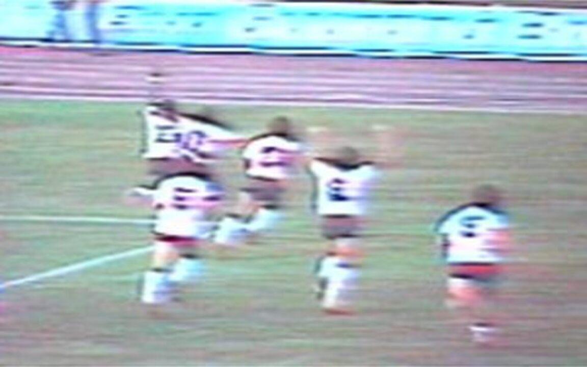 Em 1982, Casagrande marca três na goleada do Corinthians sobre o Palmeiras