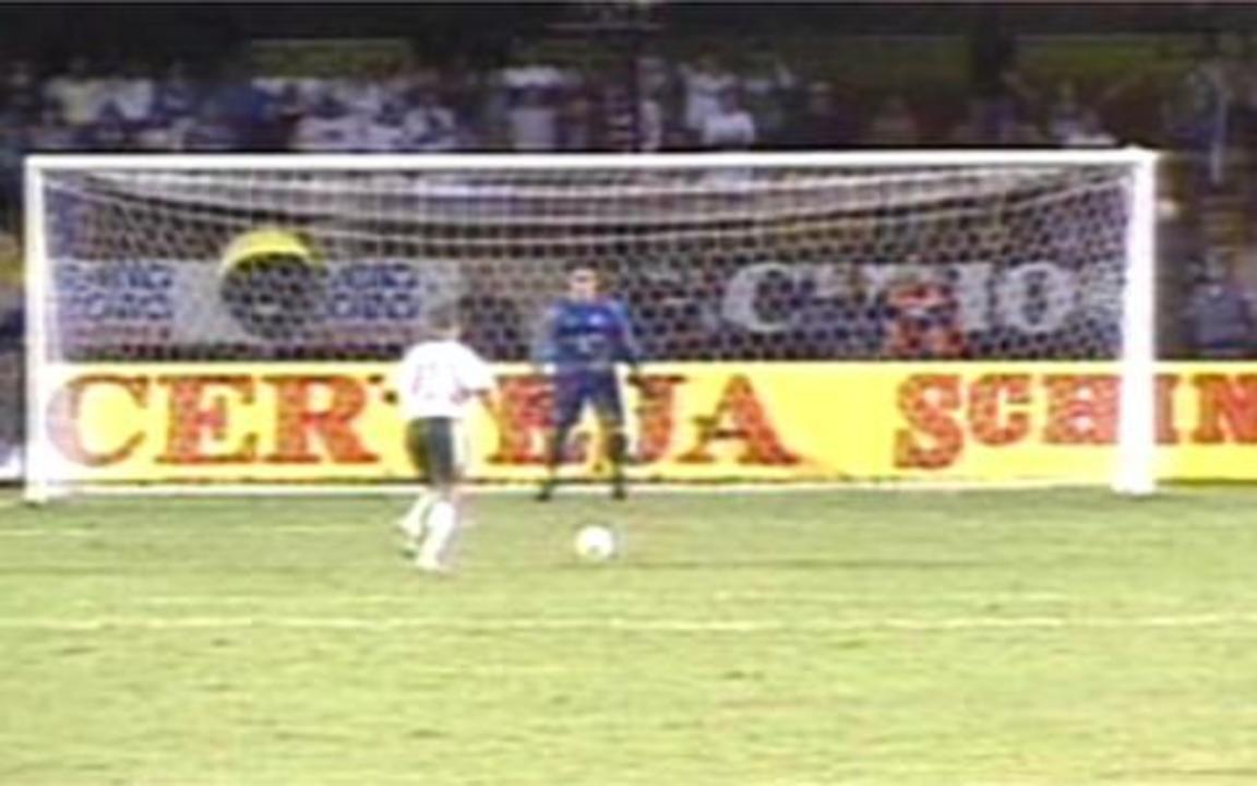 Em 1999, Palmeiras elimina Corinthians nos pênaltis e segue na Libertadores