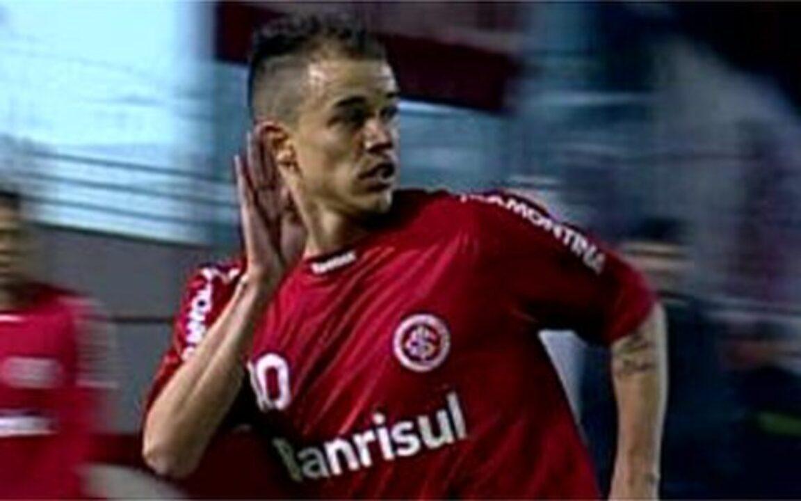 Relembre o gol de D'Alessandro no retorno ao time em 2009