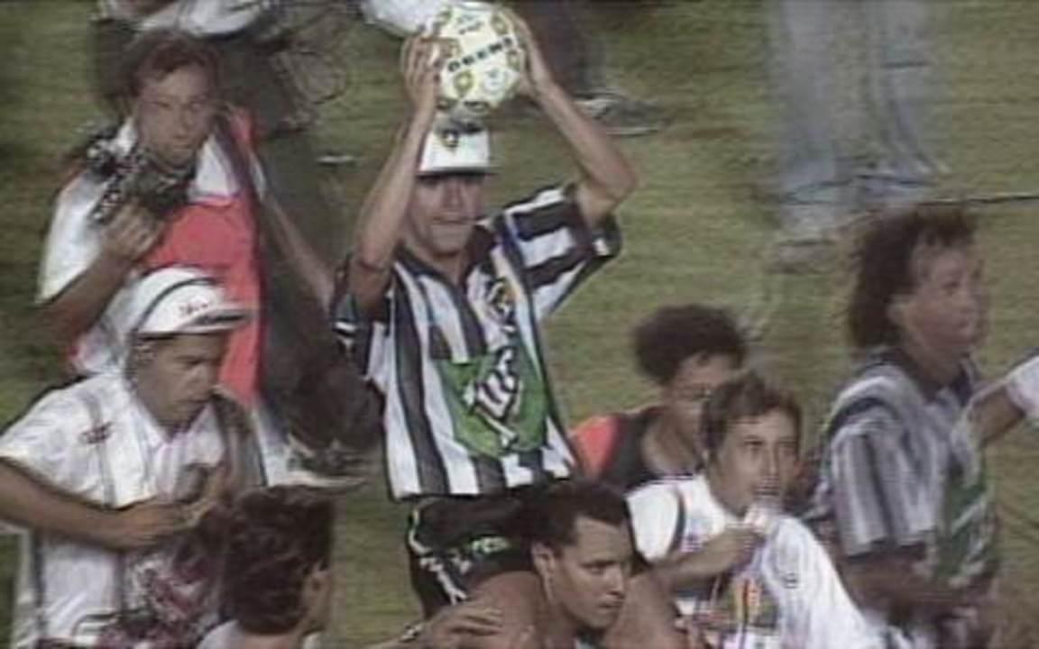 Em 1995, Botafogo empata com Santos no Pacaembu e conquista título brasileiro