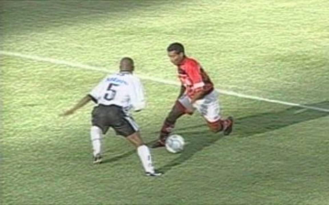 Em 1999, Romário dá elástico em Amaral e faz golaço no Torneio Rio-São Paulo