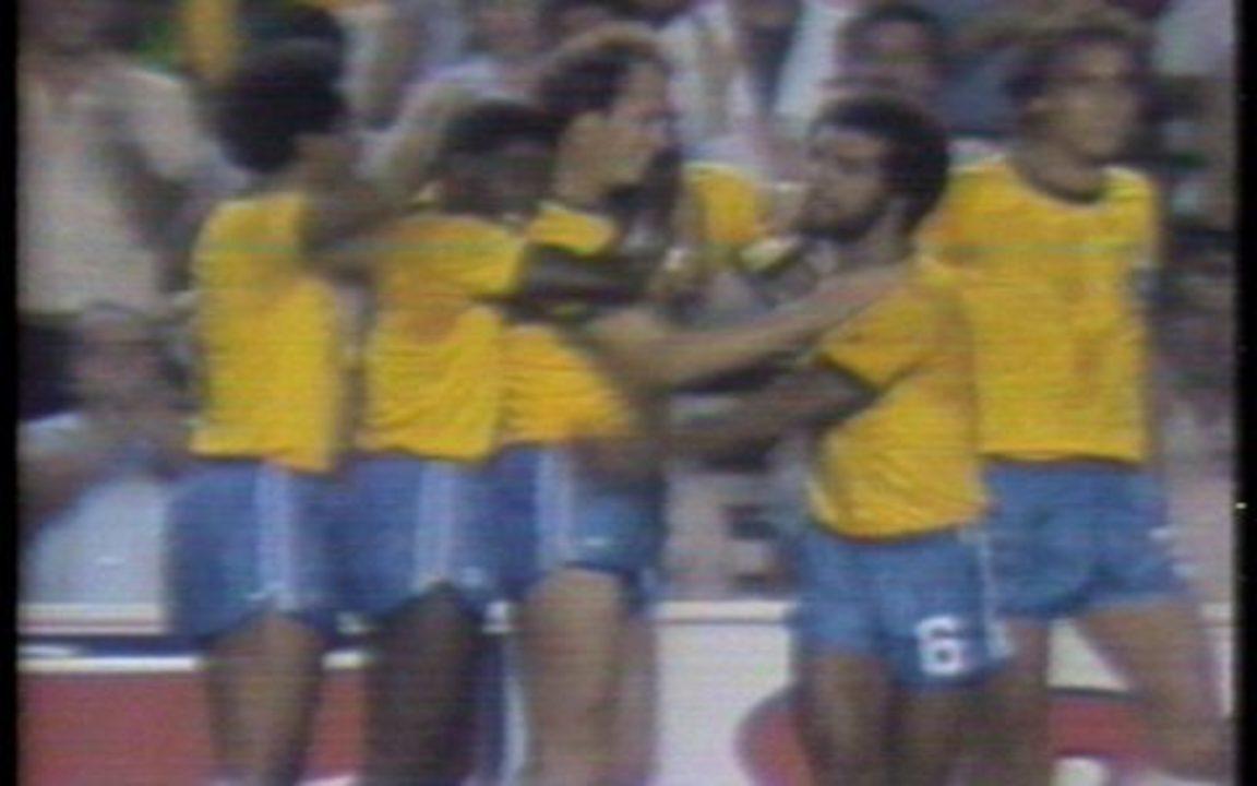 Os gols de Brasil 2 x 1 União Soviética pela Copa do Mundo de 1982