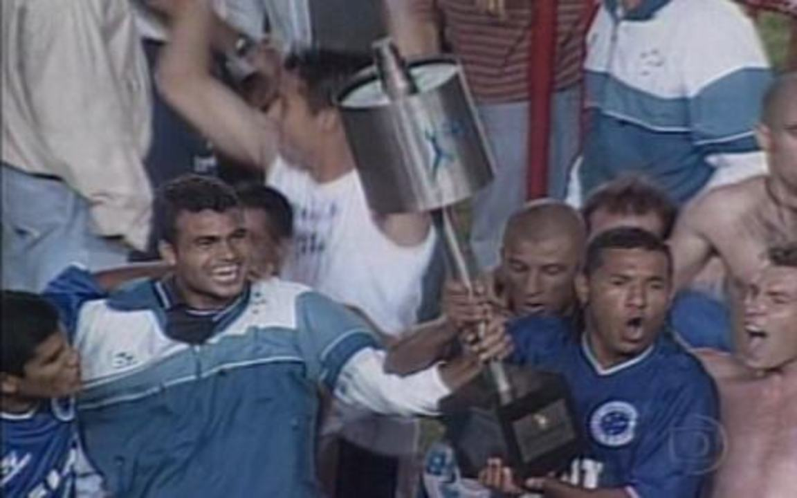 Em 2000, Cruzeiro vence o São Paulo por 2 a 1 e é tricampeão da Copa do Brasil