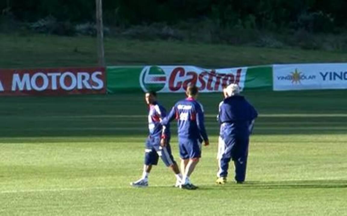 Evra e preparador físico discutem durante treino da França
