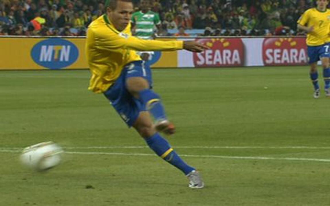 Confira por todos os ângulos o segundo gol de Luis Fabiano sobre a Costa do Marfim