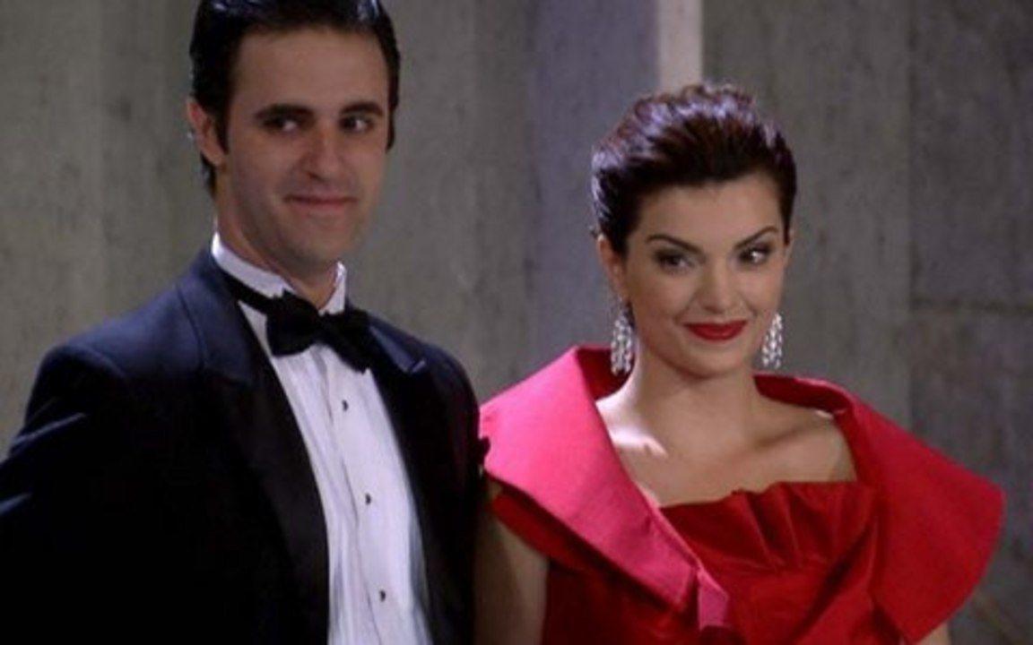 Ti ti ti - capítulo de quarta-feira, 04/08/2010, na íntegra - Vestido de Ariclenes é um sucesso na festa da Moda Brasil!