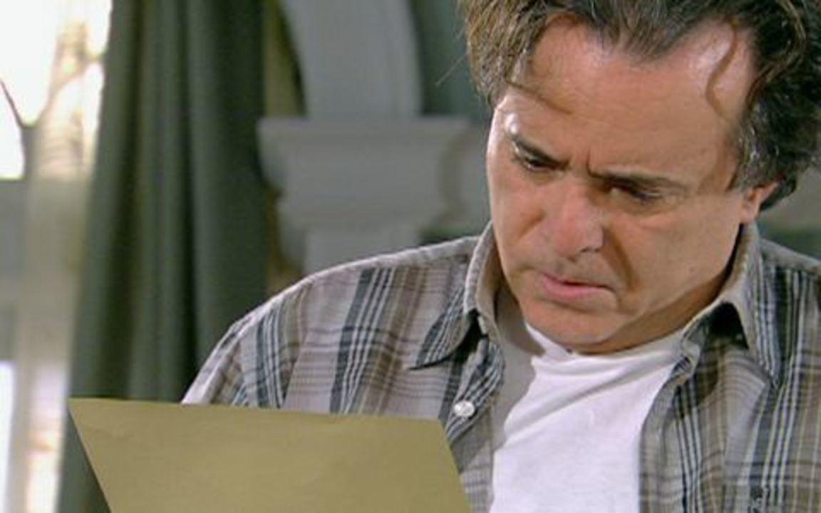 Passione – Capítulo de sábado, dia 07/08/2010 na íntegra - Gemma está nervosa com a demora de Totó. Nervoso, ele avisa Gemma e os filhos que vai para o Brasil em busca de Clara.