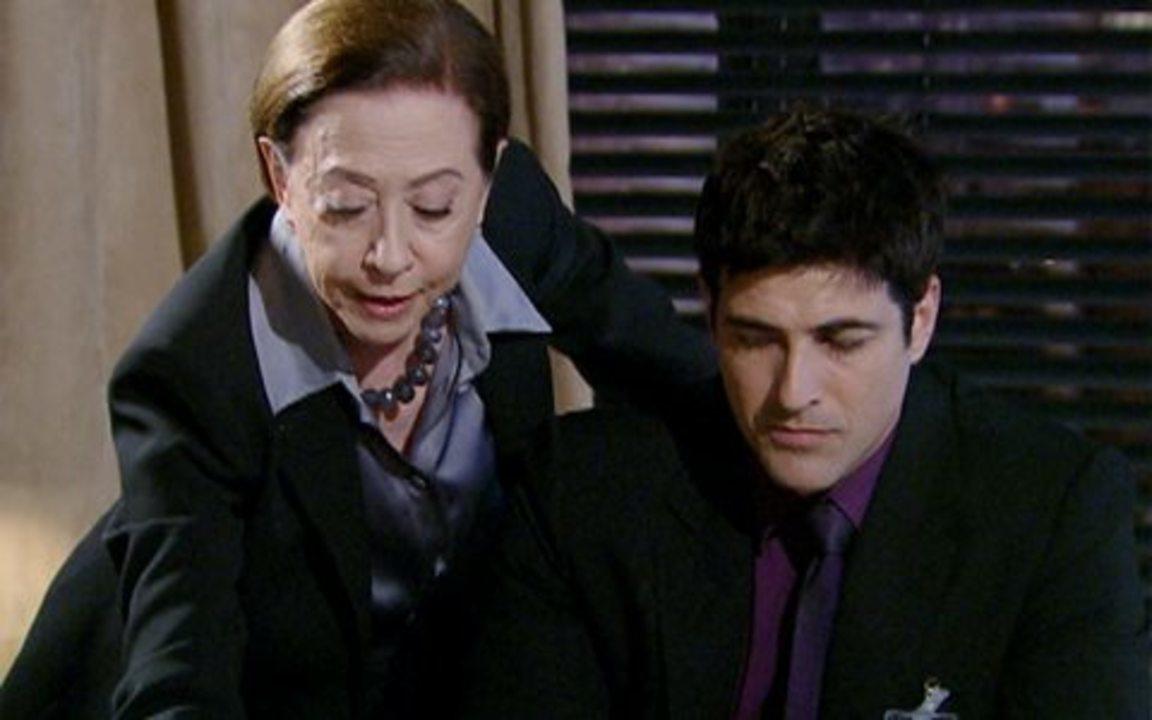Passione - capítulo de terça feira, dia 4/01/2011, na íntegra - Bete procura Fred e mostra todos os documentos que provam seus roubos
