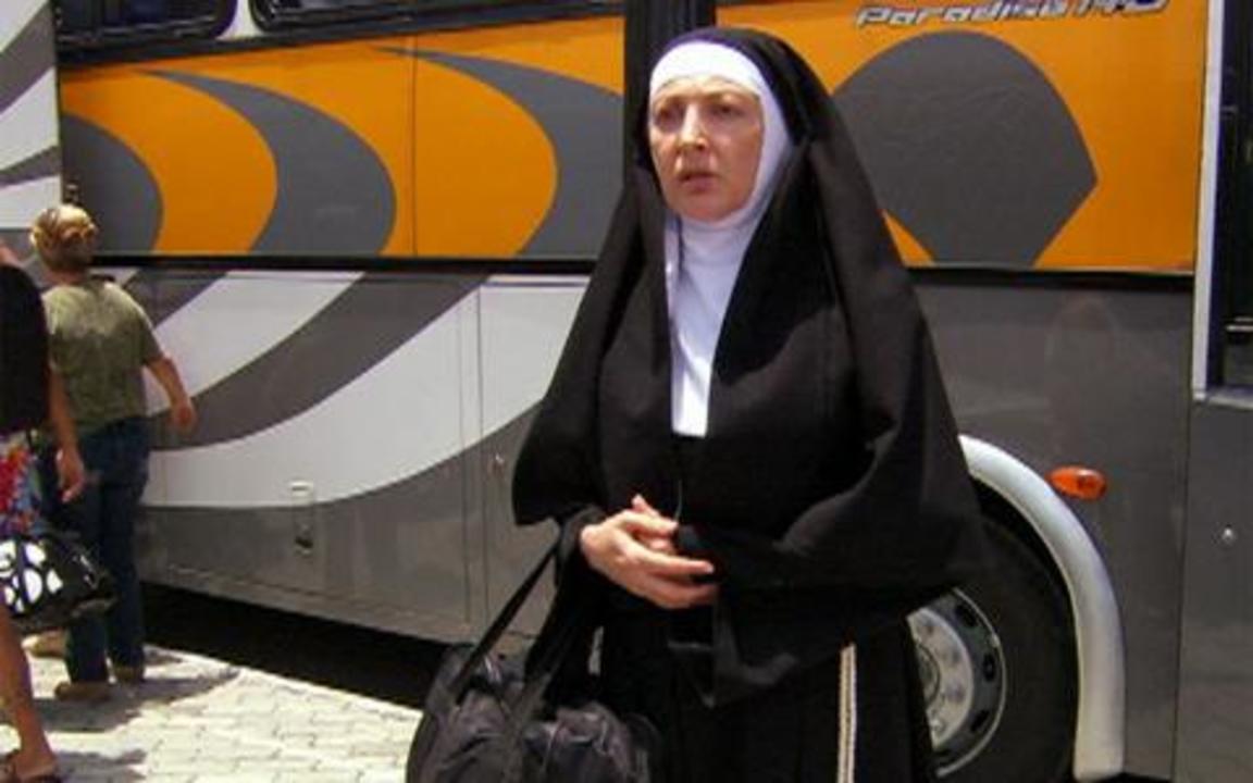 Ti-ti-ti - capítulo de quarta feira, dia 05/01/2011, na íntegra - Irmã Tormento chega em Saquarema para tentar impedir o casamento de Thales