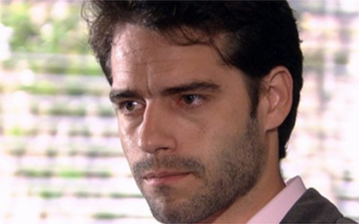 Ti ti ti - capítulo de sexta feira, dia 07/01/2011, na íntegra - Jacques comunica a Renato que já tem provas para processar a Editora e o rapaz se preocupa